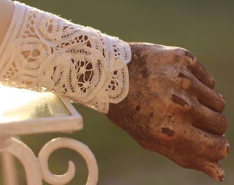 cream boho lace gypsy cuff, vintage lace  festival cuff, lace textile bracelet, shabby chic lace cuff