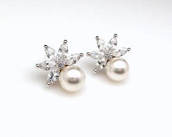 Bridal earrings jewelry wedding bridesmaid gift pearl earrings cubic zirconia deco Flower post stud round 8mm swarovski white cream pearl