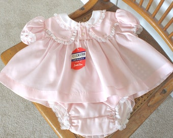 1950s Baby Girl's Dress . Vintage 50s 60s Pink with White Collar & Lace Trim and Rubber Pants Bloomers . New Vintage . Sz 3 - 6 Months