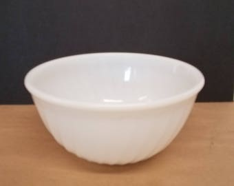 Vintage Fire King Anchor Hocking White Swirl Milk Glass Bowl