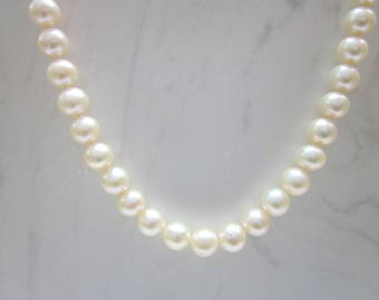 Estate 18 Inch Cultured Pearl and 14k Solid Yellow Gold Clasp Necklace // Pearl Necklace //