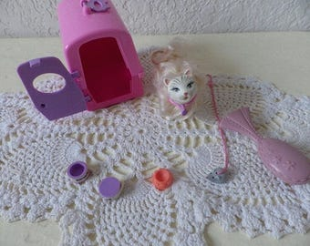 Barbie's Pet Drink and Wet Cat, Marshmellow with Cat Carrier, brush, food bowls and toy mouse.
