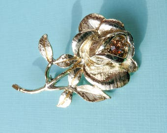 Mid Century Goldtone Rose Brooch with Amber Rhinestone