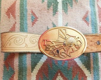 70s Texas belt, big buckle, tooled leather and snakeskin by Tony Lama, size 34 S