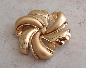 Gift Bow Brooch Monet Gold Tone Matte Shiny Large Vintage V0741