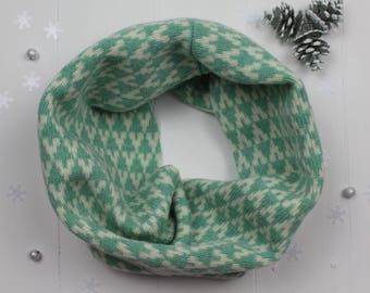SAMPLE SALE Knitted lambswool cowl / snood in mint green / cream colour geometric arrow design, knitted in the UK - 100% wool