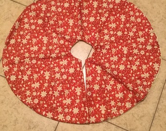 Gold Poinsettias Tree Skirt (large)