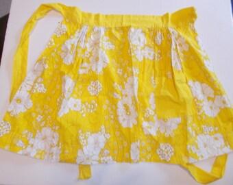 Vintage Apron Yellow White Floral Cotton one pocket