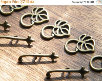 ON SALE 50 Antique Bronze Leaf Toggle Clasp Sets 12x16mm Bronze Jewelry Supplies