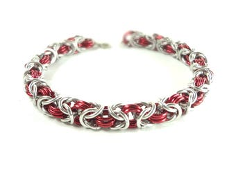 Chainmaille Byzantine Or Birdcage Bracelet In Red And Silver Anodized Aluminum