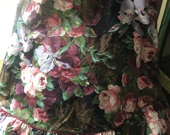 Cottage Chic style floral tablecloth, roses, flowers, Beautiful!