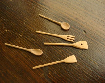 dollhouse miniature, n. 5  spoons of wood    1/12 scale hand made dollhouse accesory   Kitchen utensil