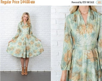 ON SALE Vintage 70s Green Mod Floral Dress Full Leaf Print V neckline Small S 8963