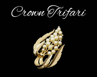 CROWN TRIFARI Pearl & Rhinestone Brooch, Gold Leaves and Off White Pearls, Wedding Veil, Bridal Bouquet, Gift for Collector, Gift for Her
