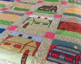 "Vintage Quilt - King Size - Patchwork & appliquéd quilt - House Quilt - machine quilted - 106 1/2"" x 105"" - Traditional Quilt Pattern"