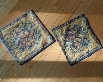 2 Vintage matching Tapestry Pillow Cushion covers in Very Good Condition, Machine Woven Textile Tapestry of a still life display