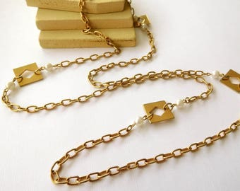 Vintage Mod Gold Tone Cable Chain White Faux Pearl Square Link Necklace BB22