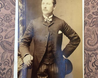 Victorian Photograph of Handsome Young Man From Chicago