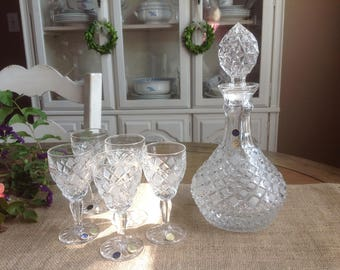 Rossi Czech Republic Fine Cut Crystal Glass Decanter and 5 Matching Glasses Heavy Crystal Glass with Pretty Diamond Design