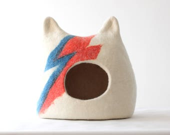 Cat bed Ziggy Stardust, cat cave, wool cat house, felted pet bed, cat bed with ears, pet bed, pet cave, small dog bed, gift for cat lovers