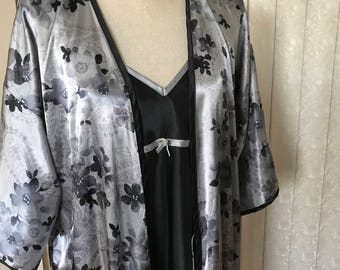 Very lovely satin nightgown & robe set