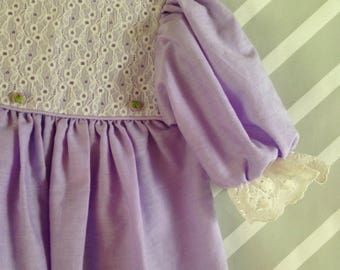 vintage lavender lilac little girls dress with beautiful lace trim size 3-4 years
