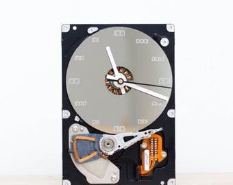 Desk clock - recycled Computer hard drive clock, HDD clock, gift for dad, unique gift for him, graduation gift - c9243