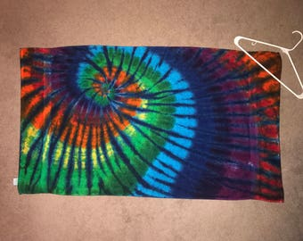 "Tie Dyed Bath Towel Rainbow Themed ~ i-7360 ~ 27 "" X 48"""