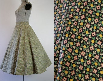 1950's Cotton Quilted Flowers and Lemons Circle Skirt / Size Small