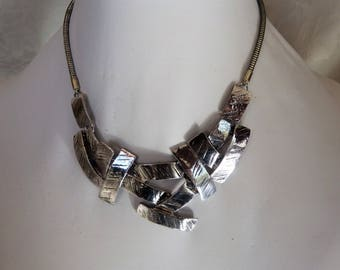 chain necklace with rectangular patterns engraved silver metal
