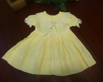 Vintage 1950s Yellow Baby Dress With Large Collar    (T)