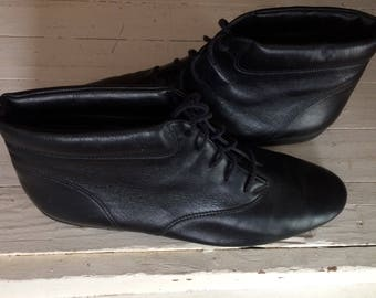 SALE black leather ankle boots, lace up. women's 8.5 easy spirit
