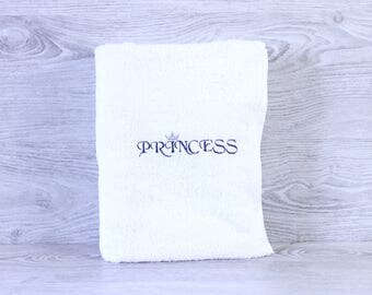 Personalized Towel / Monogrammed Towel / Hand Towel / Wedding Towels / Embroidered Towel / Gift / Baby Towel