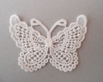 Butterfly in guipure white with 7.5 x 5.5 cms for your creations