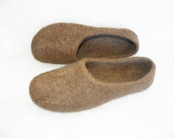 Brown wool felted slippers, wool felt slippers, brown wool slippers, wool felted women slippers, Christmas slippers, Xmas clogs
