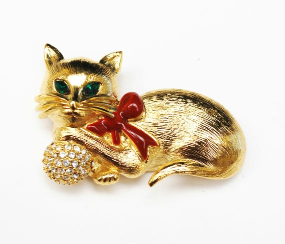 Napier cat Brooch - Rhinestone - Gold tone metal - Figurine  green eyes red enamel - Kitty cat Pin