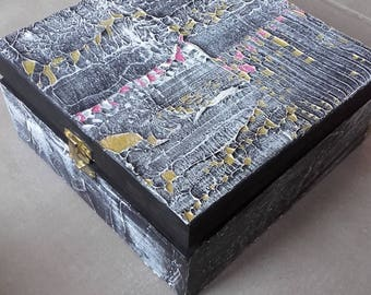 Tea box wooden square 4 compartments decorated abstract theme black, white, pink and gold