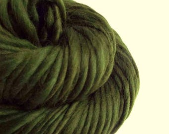 Chunky forest green handspun yarn,Thick and Thin yarn, green , knitting yarn, chunky merino knitting wool, big knitting wool