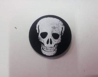 Large skull brooch