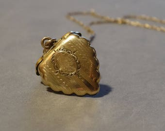 Vintage Gold Heart Locket Necklace 12K Gold Filled Pendant on Chain Gift for Sweetheart Daughter Monogram Scalloped Edges La Mode Jewelry
