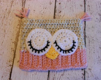 Crochet Sleepy Owl Hat- Newbort to 0-3 Months- Pink and Cream Tweed