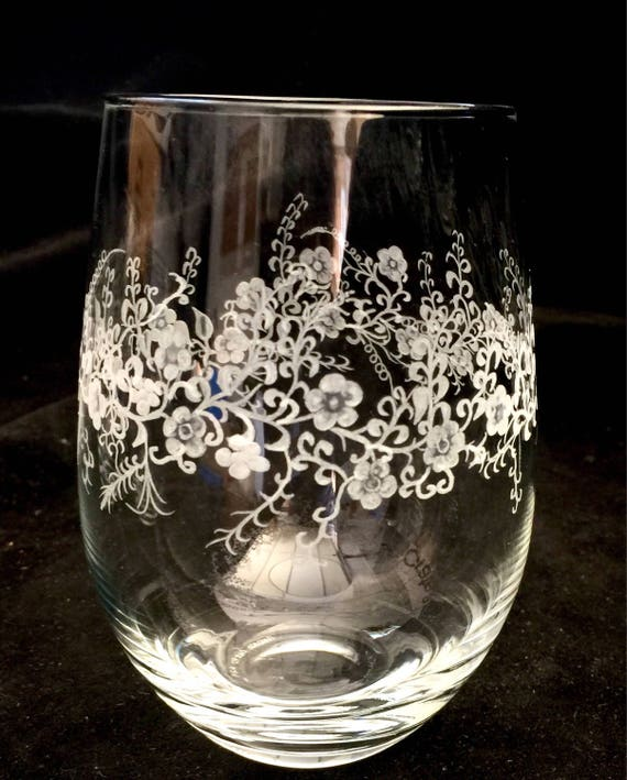 Handengraved Wine glass, flowers, vino, engraved, weddings, personalized, etched, holiday gifts, bespoke, stemless wine glass, winelover