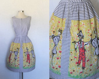 1950s Scarecrow Dress / Vintage 50s Loungecraft Grey White Striped Cotton Novelty Print Scarecrow Farm Dress / Sleeveless / Full Skirt - S