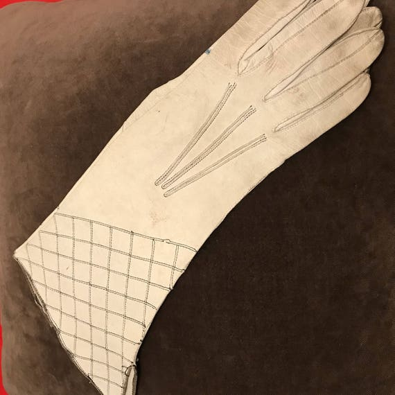1930s gloves white leather gloves off white black check top stitching 1920s gauntlet small 6 Art Deco 20s 30s winter gloves damaged