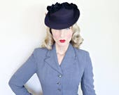 Vintage 1940s Hat / Tilt Hat / Navy blue / Beaded peacock / Silk velvet / Soft felt
