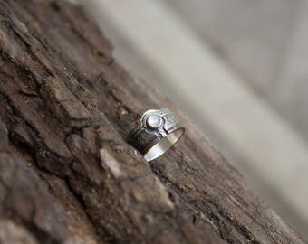 Contemporary silver moonstone ring, Contemporary silver jewelry ring, silver modern ring, Minimalistic Moonstone Ring, Minimalistic jewelry