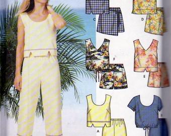 Simplicity 7234 Misses' Summer Clothing, Pull On Capris, tank Tops, Scoop neck, V Neck, Sleeveless Tops, Short Sleeve Tops, Pull On Shorts