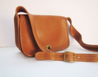 Rare Vintage Coach 9710 British Tan Sling Bag Turnlock Flap CUTE!
