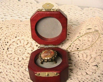 Fragonard West Germany Marked Ring, Courting Couple Adj. Ring