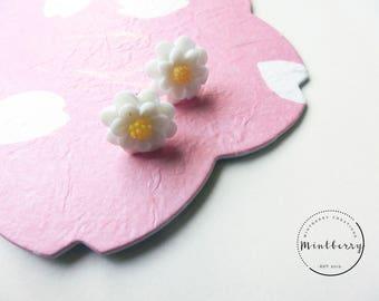 Earrings White Daisy